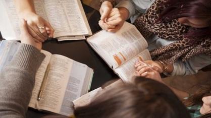 women praying hands
