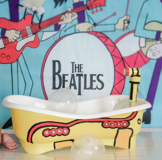 yellow submarine bath tub for cake smash