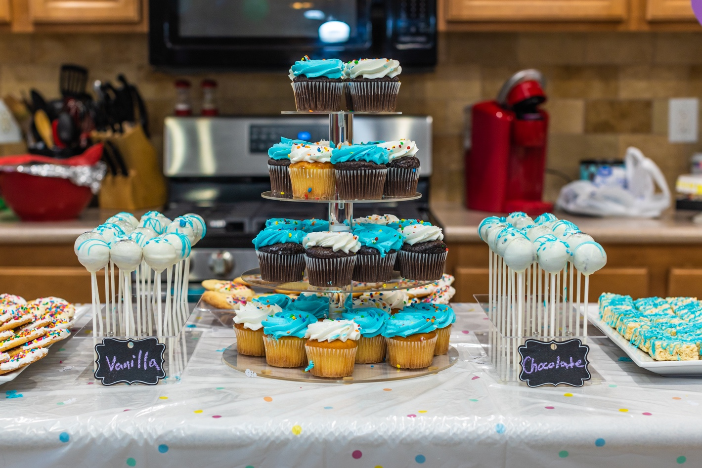 How to host a sprinkle baby shower , dessert table